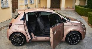 Fiat Nuova 500 Elettrica 3+1: con una porta in più è più comoda (ma pesa 30 kg in più)