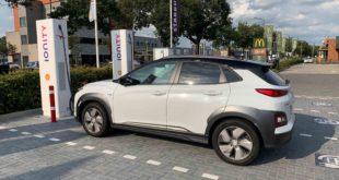 Listino Hyundai Kona elettrica: quanto costa, com'è e come va