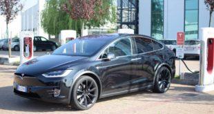 """Tesla, tutte le novità nell'uso dei Supercharger. Arriva la tariffa """"anti-maleducati"""""""