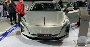 """Hongqi E-QM 5, la berlina elettrica cinese con la """"bocca"""" di Venom"""