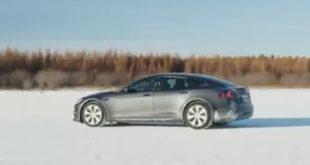 "La Tesla Model S Plaid ""pizzicata"" nei test invernali"