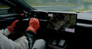 Tesla Model S Plaid da record al Nürburgring, ecco l'incredibile video
